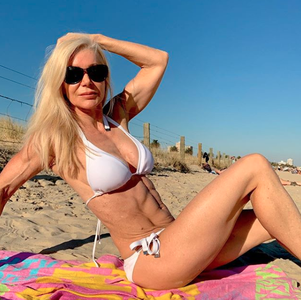 Lesley encourages other women over 50 to embrace an active lifestyle that yields impressive results. Photo: Instagram/lesleymaxwell.fitness