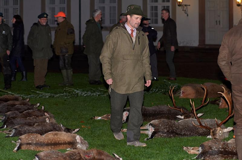 A photo of Crown Prince Frederik inspecting the slain deer.
