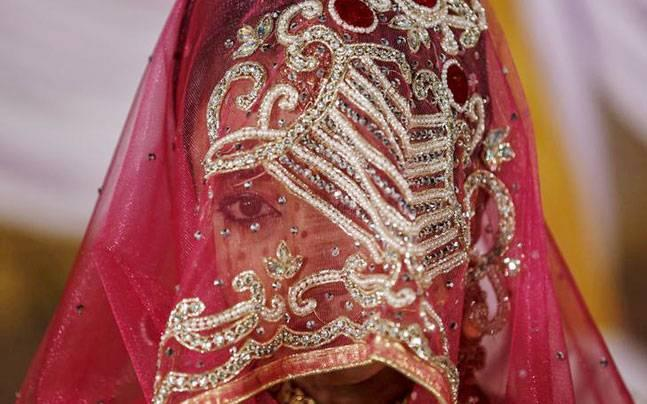 Irked by veg-only dishes, groom refuses to marry. Other man proposes the bride, and...