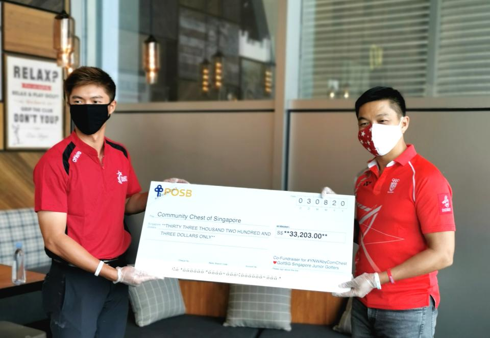 SEA Games gold medallist James Leow (left) hands a cheque of $33,203 raised by Singapore junior golfers for the #YNWAbyComChest charity campaign to Speaker of Parliament Tan Chuan-Jin (PHOTO: Singapore Golf Association)