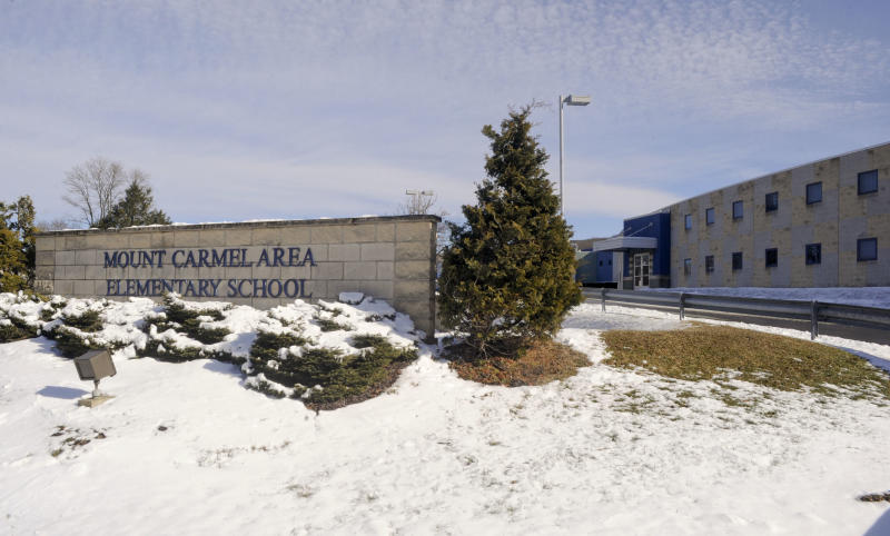 "In this Feb. 10, 2013 photo, shown is the Mount Carmel Area Elementary School in Mount Carmel, Pa. Kelly Guarna's 5-year-old daughter Madison was suspended from school for making a ""terroristic threat"" last month after her mother said she talked about shooting a Hello Kitty bubble gun. (AP Photo/Jimmy May)"