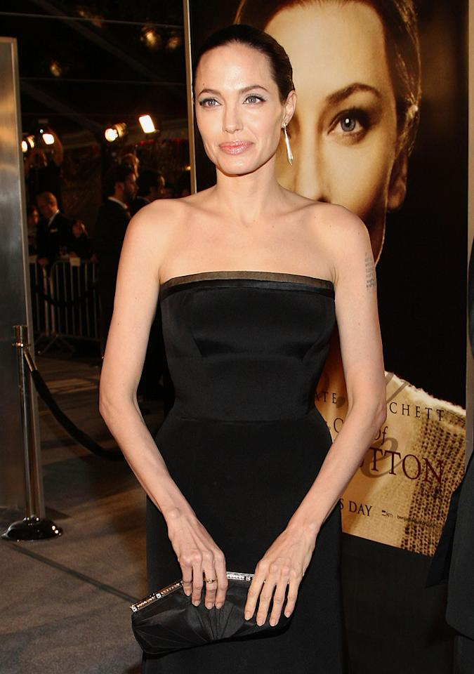 "<a href=""http://movies.yahoo.com/movie/contributor/1800019275"">Angelina Jolie</a> at the Los Angeles premiere of <a href=""http://movies.yahoo.com/movie/1809785152/info"">The Curious Case of Benjamin Button</a> - 12/08/2008"