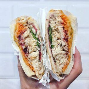 This chicken sandwich is priced at S$7.60 (about NT$161) (Courtesy of Samwitch/Instagram)
