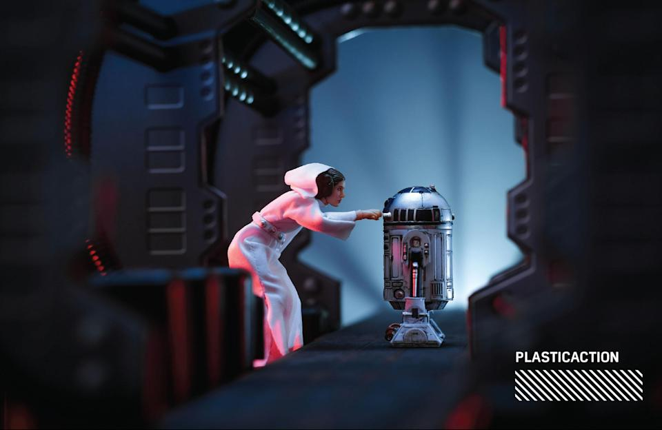 """<p>""""Since this was such an iconic scene in the film, and the fact that we tragically lost both Carrie Fisher and Kenny Baker this year, I knew that this was one of the scenes that I wanted to recreate."""" (Photo: <a href=""""https://www.instagram.com/plasticaction/"""" rel=""""nofollow noopener"""" target=""""_blank"""" data-ylk=""""slk:@plasticaction"""" class=""""link rapid-noclick-resp"""">@plasticaction</a>/Hasbro) </p>"""