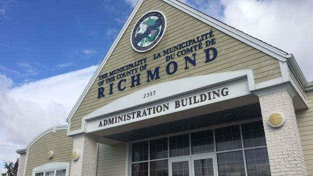 Up to 21 employees of Richmond County voted on Friday on whether to join the Nova Scotia Government and General Employees Union. (Angela MacIvor/CBC - image credit)