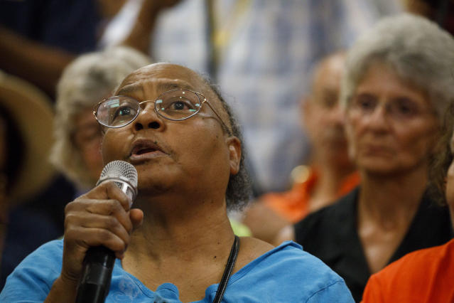 Sundra Holden asks a question of Gavin Newsom at an event sponsored by Equality California, Palm Springs, Calif. (Photo: Patrick T. Fallon for Yahoo News)