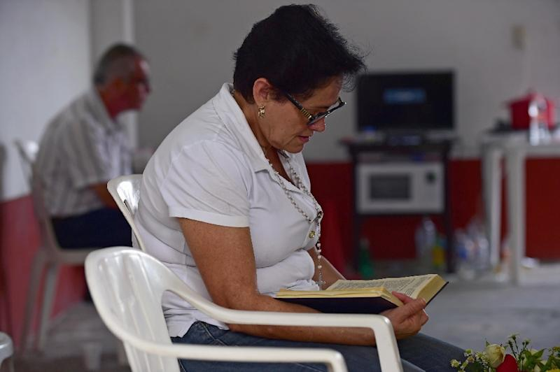 A relative of one of five youngsters who went missing on January 11 in Mexico prays as she camps at the public prosecutor's office in Tierra Blanca community, Veracruz State, January 26, 2016 (AFP Photo/Alfredo Estrella)