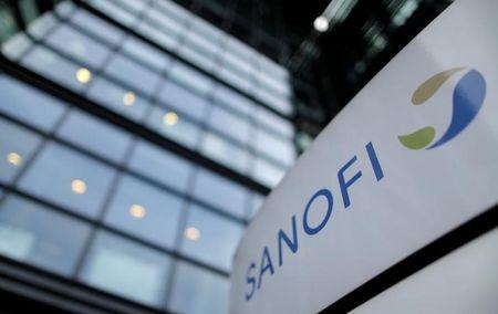 FILE PHOTO: A logo is seen in front of the entrance at the headquarters French drugmaker Sanofi in Paris October 30, 2014. REUTERS/Christian Hartmann/File Photo