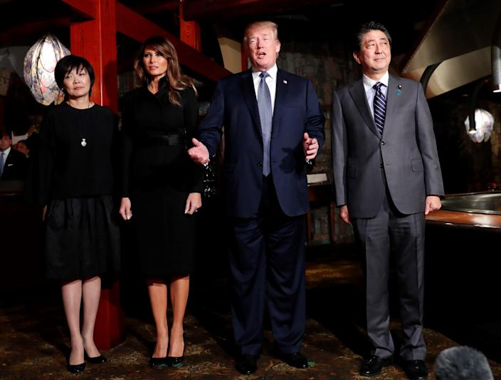 <p>President Donald Trump (2nd R) and Japan's Prime Minister Shinzo Abe meet with their wives Melania (2nd L) and Akie for a dinner at a restaurant in Tokyo, Japan, November 5, 2017. (Photo: Kim Kyung-Hoon / Pool/Anadolu Agency/Getty Images) </p>