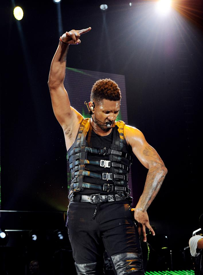 LOS ANGELES, CA - JUNE 01:  Singer Usher performs at the Staples Center on June 1, 2011 in Los Angeles, California.  (Photo by Kevin Winter/Getty Images)