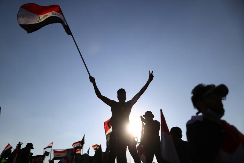 Iraqi protesters and security forces clash, keep Umm Qasr port closed