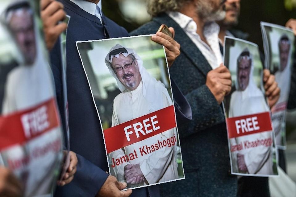 Protestors hold pictures of journalist Jamal Khashoggi during a demonstration in front of the Saudi Arabian consulate in Istanbul on October 5, 2018 (AFP Photo/OZAN KOSE)