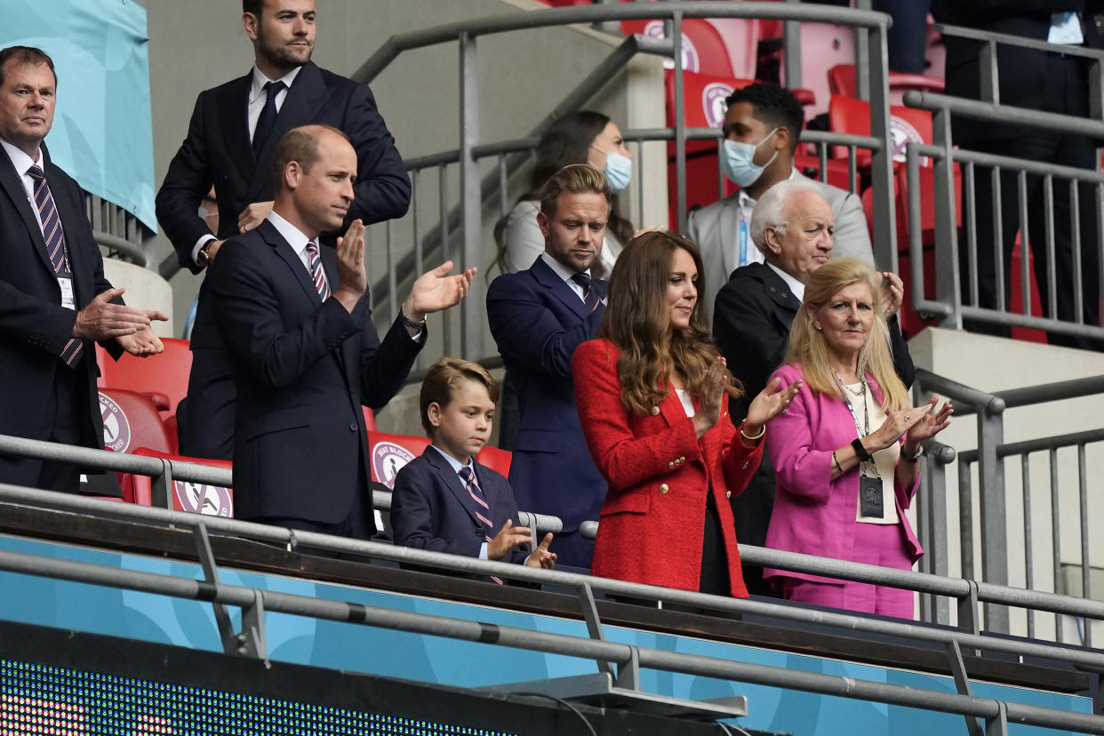 LONDON, ENGLAND - JUNE 29: Prince William, President of the Football Association along with Catherine, Duchess of Cambridge applaud prior to the UEFA Euro 2020 Championship Round of 16 match between England and Germany at Wembley Stadium on June 29, 2021 in London, England. (Photo by Frank Augstein - Pool/Getty Images)