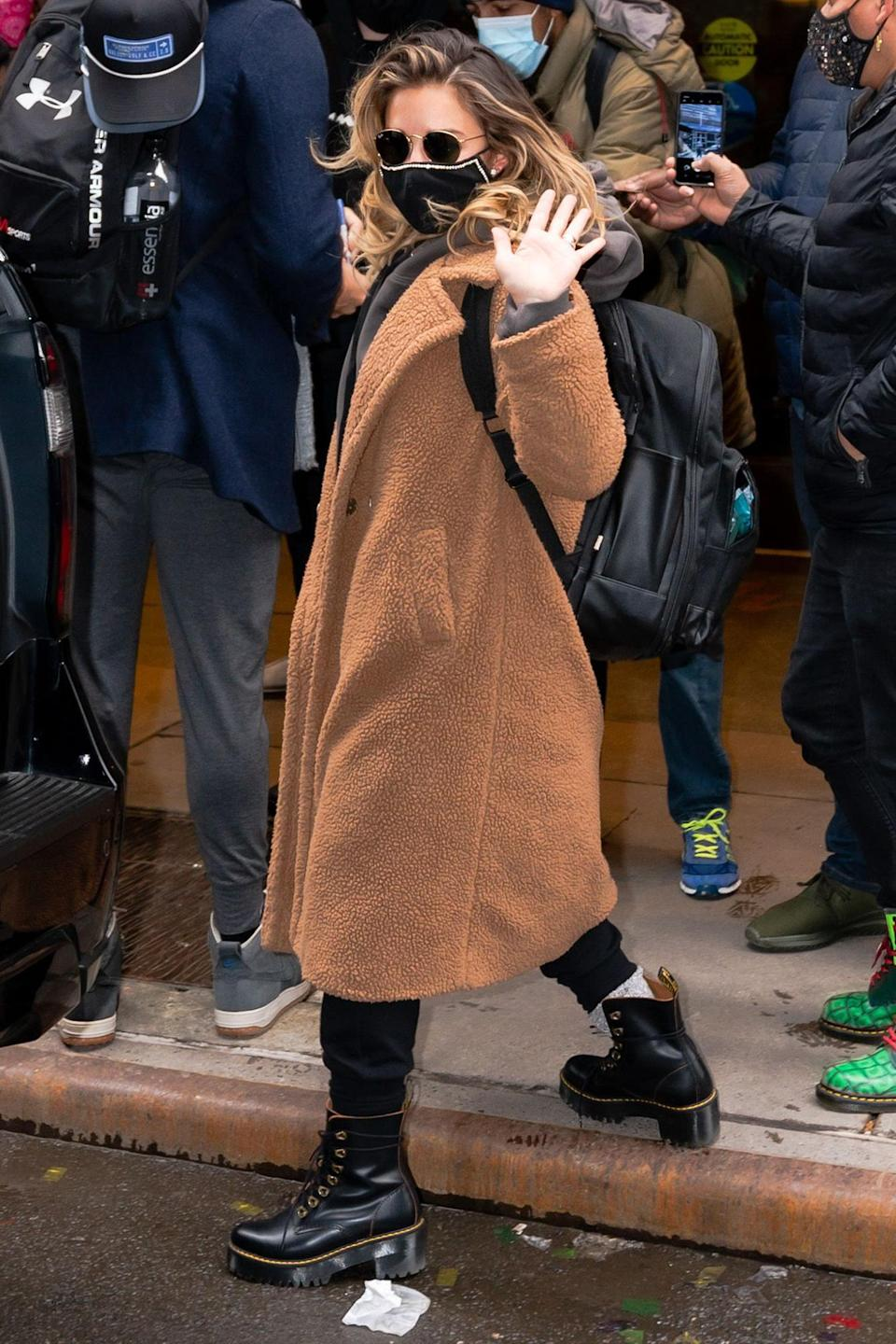 <p>Jessie James Decker was seen in New York City where she worked on New Year's Eve.</p>