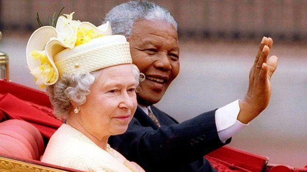 South Africa's President Nelson Mandela and Britain's Queen Elizabeth ride in a carriage outside Buckingham Palace on the first day of a state visit to Britain. Photo: Reuters.