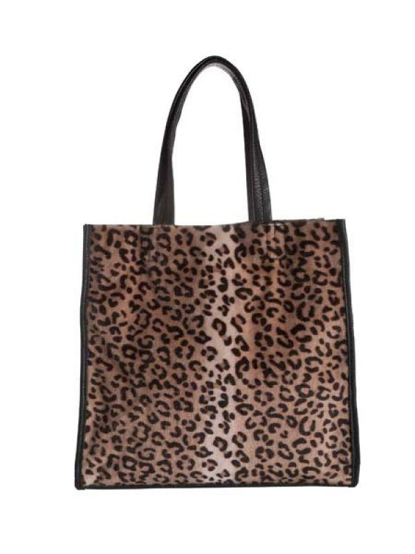 <p><strong>Brand</strong>: Pieces<br /><strong>What</strong>: Printed tote<br /><strong>Price</strong>: Rs.2,695<br /><strong>Where to buy</strong>: Pieces items are available at Vero Moda stores across the country</p>