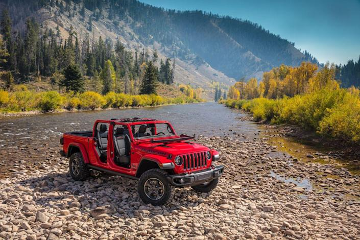 <p>Both hard and soft tops are available, and like its Wrangler brethren, its windshield folds down flat.</p>