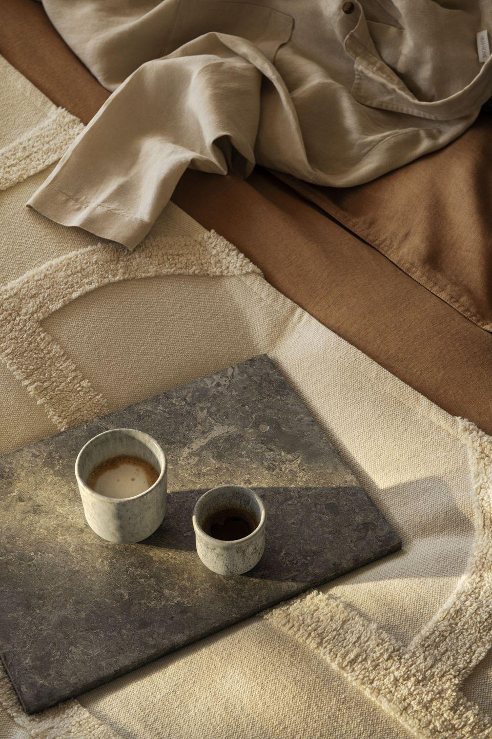<p>Wake your loved ones in the morning with the scent of fresh coffee served in a beautiful ceramic mug. The neutral, natural tones will offset the calming autumnal hues.</p>