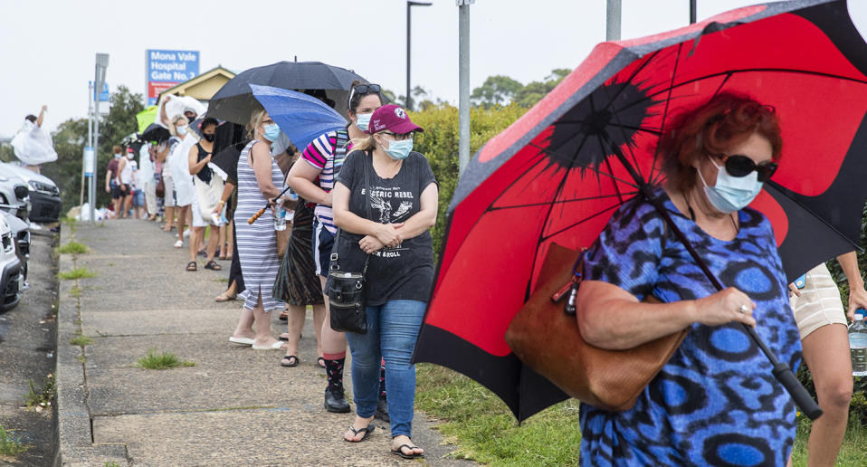 SYDNEY, AUSTRALIA - DECEMBER 18: People are seen lining up at a COVID-19 testing site at Mona Vale Hospital on December 18, 2020 in Sydney, Australia.A cluster of Covid-19 cases on the northern beaches of Sydney has grown to 28, prompting NSW health officials to urge residents of affected suburbs to stay home. Traffic at Sydney Airport has increased as people rush to leave the city with several states imposing quarantine restrictions for New South Wales residents. (Photo by Jenny Evans/Getty Images)