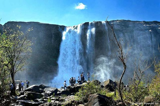 """Athirappilly Waterfalls in Kerala is one of the most famous waterfalls in the state and a sure-fire tourist attraction. The falls are located on the Chalakudy River, which originates in the Western Ghats. The nearby Vazhachal Falls is also equally attractive.<br>By <a href=""""https://www.flickr.com/photos/vinodkumarm/"""" rel=""""nofollow noopener"""" target=""""_blank"""" data-ylk=""""slk:Vinod Kumar M"""" class=""""link rapid-noclick-resp"""">Vinod Kumar M</a><br>Also see:<br>Photo-gallery on Vazhachal -- <a href=""""http://in.lifestyle.yahoo.com/photos/monsoon-in-vazhachal-slideshow/"""" data-ylk=""""slk:In the kingdom of the Rain-God;outcm:mb_qualified_link;_E:mb_qualified_link"""" class=""""link rapid-noclick-resp newsroom-embed-article"""">In the kingdom of the Rain-God</a>"""