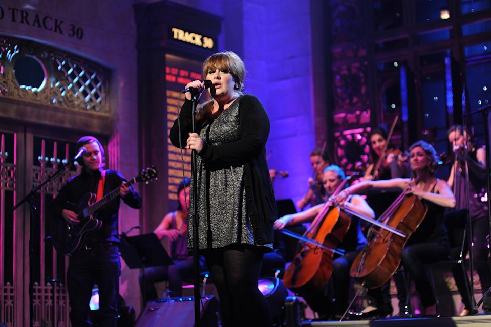 """SATURDAY NIGHT LIVE -- """"Josh Brolin"""" Episode 1536 -- airdate 10/18/2008 -- Pictured: Adele during the musical performance on October 18, 2008  (Photo by Dana Edelson/NBCU Photo Bank/NBCUniversal via Getty Images via Getty Images)"""