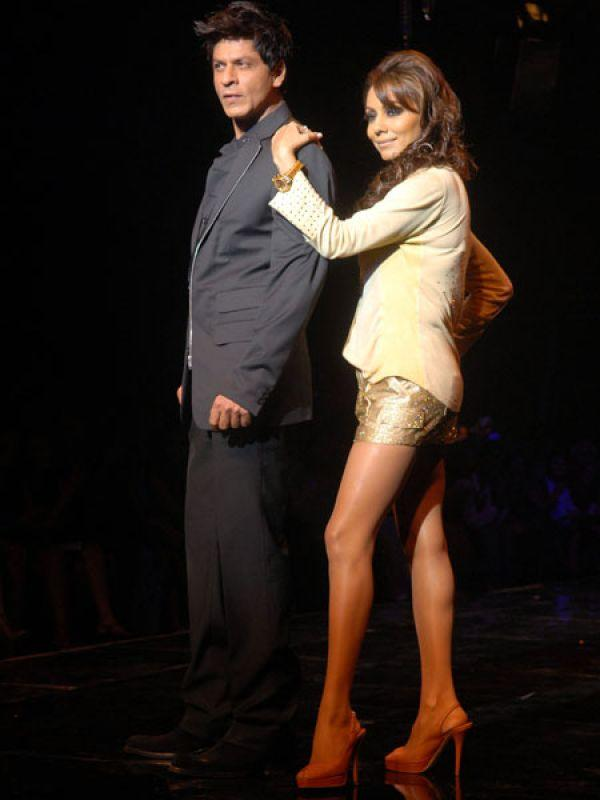 Images via : iDiva.com Shah Rukh Khan and Gauri: Shah Rukh Khan and his wife Gauri Khan walked the ramp for good friend Karan Johar when helaunched his clothing line along with designer Varun Bahl at the finale of HDIL Couture Week in 2009. Related Articles - Bollywood's Best Multi-Starrer Movies Top 5 Bollywood's 'Unseen' Hot Jodis