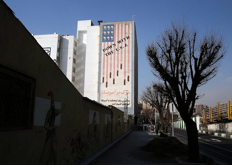 A general view shows a building with an anti U.S. mural in Tehran, Iran January 03, 2020. Nazanin Tabatabaee/WANA (West Asia News Agency) via REUTERS ATTENTION EDITORS - THIS IMAGE HAS BEEN SUPPLIED BY A THIRD PARTY
