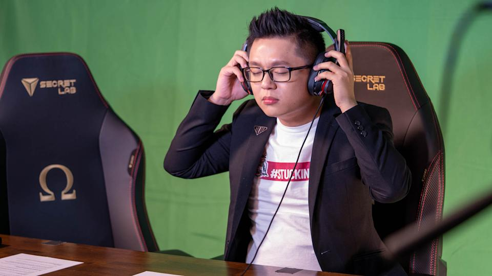 Talent in front of the green screen at MPL SG (Photo: Aloysius Low for Yahoo Esports Singapore)