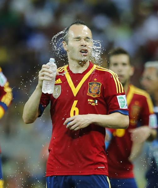 Spain's Andres Iniesta refreshes during a soccer Confederations Cup semifinal match against Italy at the Castelao stadium in Fortaleza, Brazil, Thursday, June 27, 2013. (AP Photo/Victor R. Caivano)