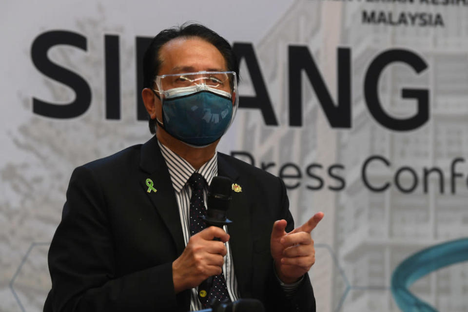 Health director-general Tan Sri Dr Noor Hisham said 10 positive cases were detected through RTK-AG saliva test kits and another infection from real-time reverse transcription-polymerase chain reaction (RT-PCR). — Bernama pic