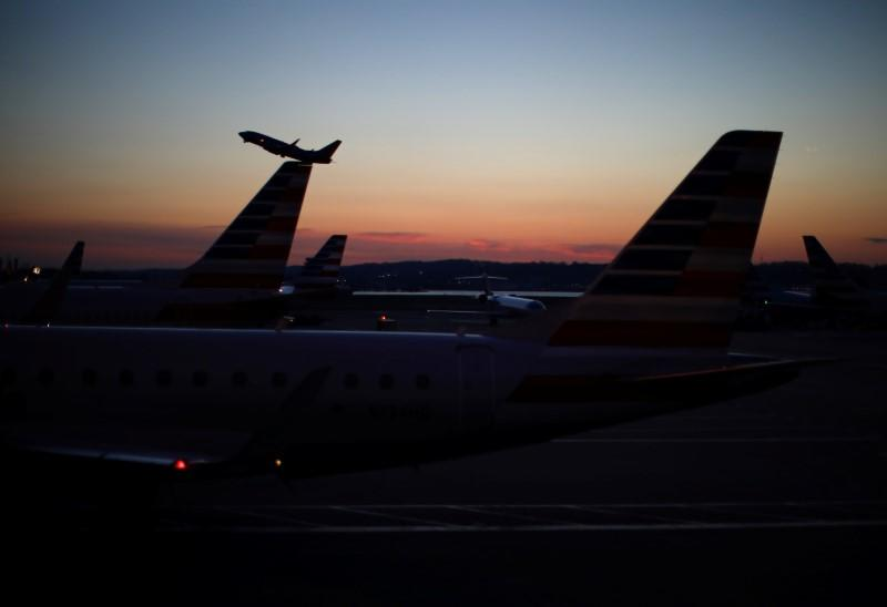 U.S. airlines call for payroll protections as aid talks continue