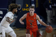 Bowling Green guard Kaden Metheny (5) brings the ball up court as Michigan guard Mike Smith defends during the first half of an NCAA college basketball game, Wednesday, Nov. 25, 2020, in Ann Arbor, Mich. (AP Photo/Carlos Osorio)