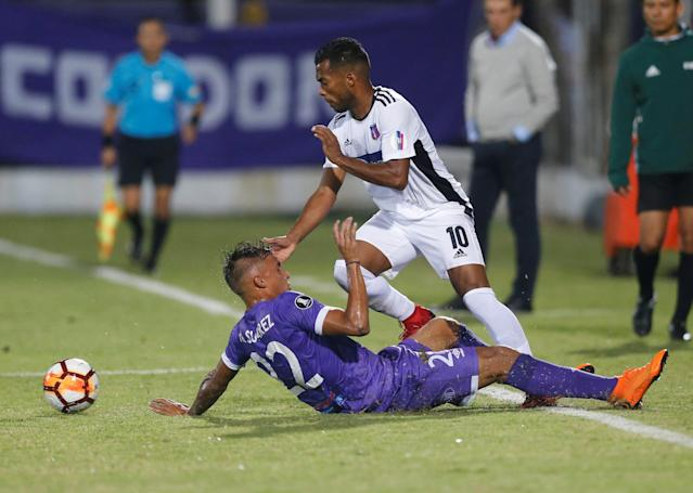 Soccer Football - Defensor Sporting v Monagas - Copa Libertadores - Luis Franzini Stadium, Montevideo, Uruguay - April 17, 2018. Defensor Sporting's Mathias Suarez and Monaga's Luis Daniel Gonzalez. REUTERS/Andres Stapff