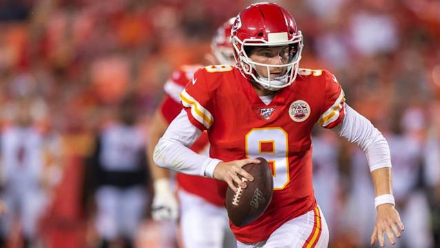 Chiefs elevate quarterback Kyle Shurmur to active roster, release WR DeAnthony Thomas