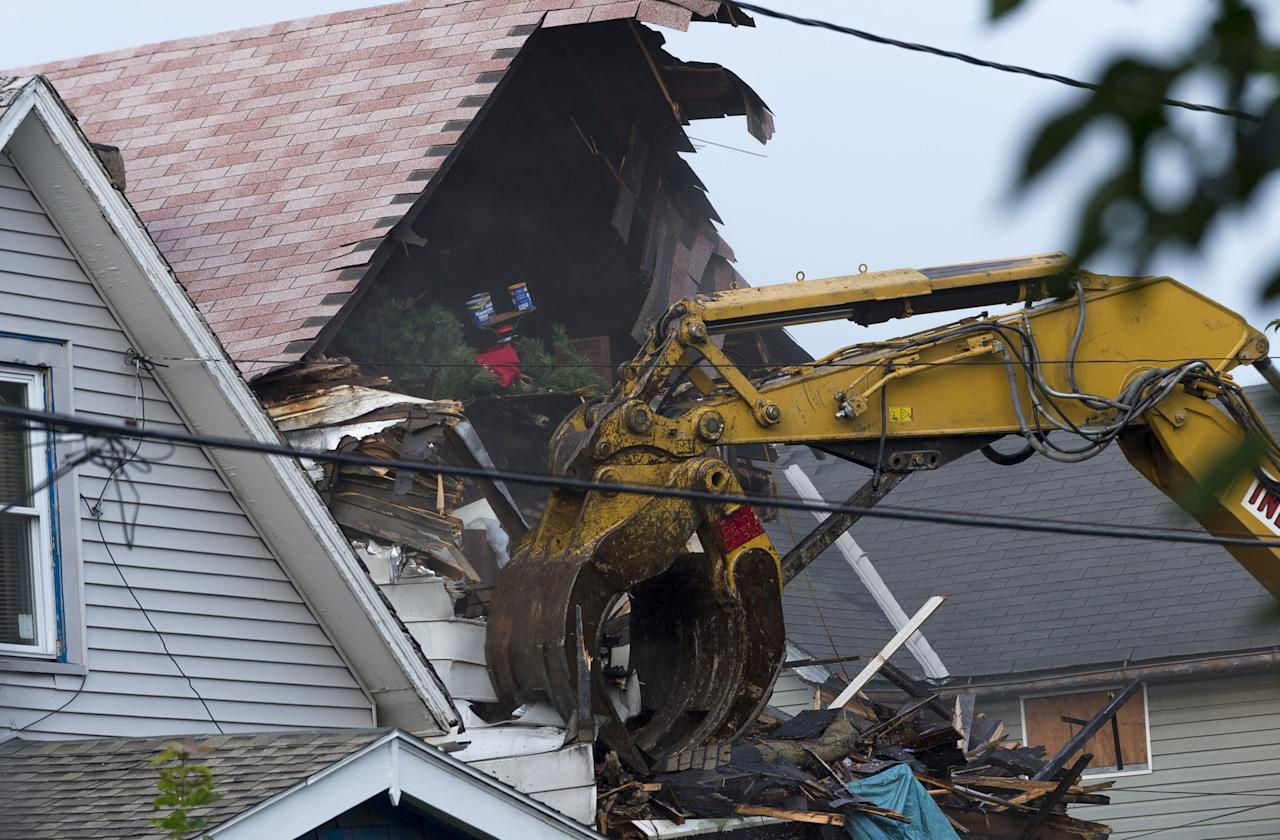 CLEVELAND, OH - AUGUST 7: A crane demolishes the home of Ariel Castro on August 7, 2013 in Cleveland, Ohio. Knight was abducted by Castro in 2002 and today the state of Ohio will demolish the home where she and two other women were held captive by Castro for over a decade. (Photo by Angelo Merendino/Getty Images)