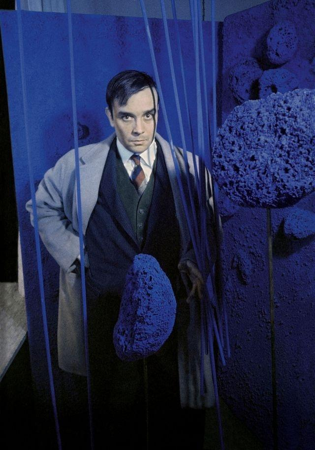 """Yves Klein surrounded by his """"Sponge Sculptures """" during the opening of the exhibition """"Monochrome und Feuer"""" at the Haus Lange Museum in 1961"""