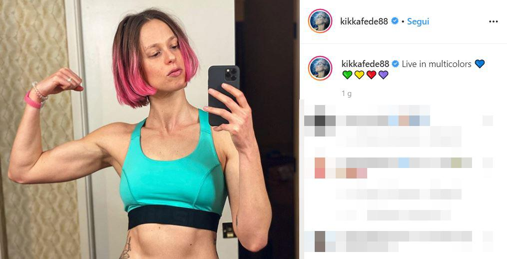 "L'ultima è la Divina che ha optato per questa tinta, svelandola su Instagram: ""Live in multicolors"", ha commentato"
