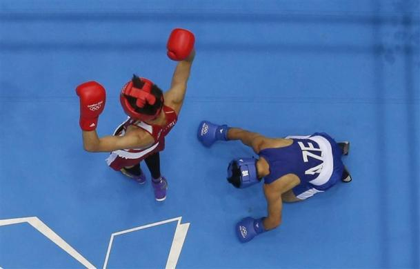 BOXING'S NIGHT OF SHAME: Japan's Satoshi Shimizu (L) reacts as he fights Azerbaijan's Magomed Abdulhamidov (R) who goes to his knees in their Men's Bantam (56kg) Round of 16 boxing match during the London 2012 Olympic Games August 1, 2012.