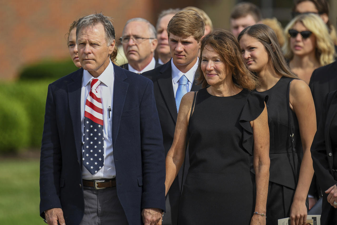 <p>Fred and Cindy Warmbier watch as their son Otto, is placed in a hearse after his funeral, Thursday, June 22, 2017, in Wyoming, Ohio. (Photo: Bryan Woolston/AP) </p>