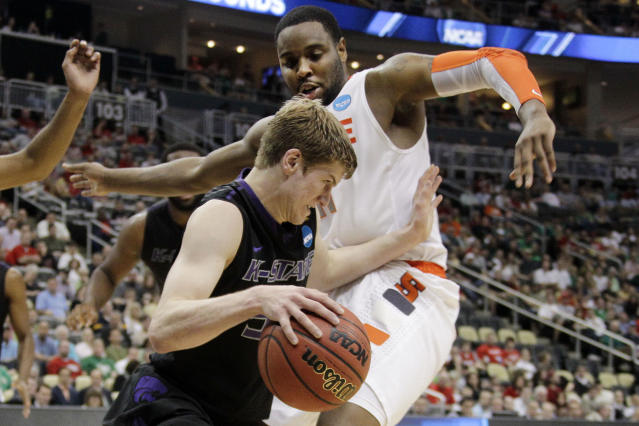 Kansas State's Will Spradling, dribbles around Syracuse's Scoop Jardine during the first half of an NCAA tournament third-round college basketball game in Pittsburgh, Saturday, March 17, 2012. ( AP Photo/Gene J. Puskar)