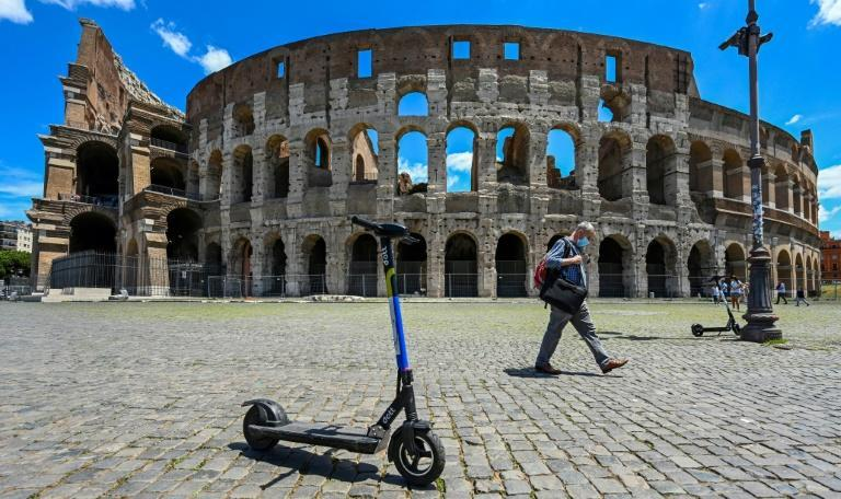 A view shows shared electric scooters parked in front of the Coliseum monument on June 22, 2020 in Rome, as the country eases its lockdown aimed at curbing the spread of the COVID-19 infection, caused by the novel coronavirus. With deconfinement and good weather, self-service shared electric scooters have invaded the streets of Rome in recent days, a novelty in the Eternal City, which in turn is discovering the joys and nuisances of new forms of mobility. (AFP Photo/Vincenzo PINTO)