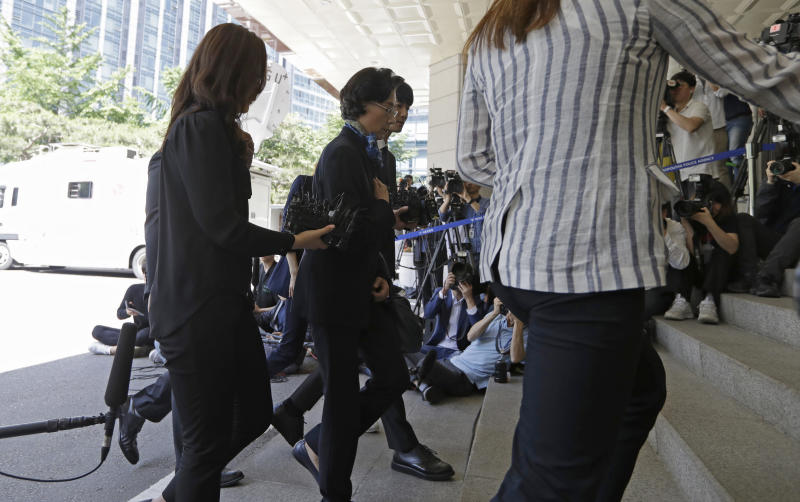 Lee Myung-hee, the wife of Korean Air Chairman Cho Yang-ho, center, arrives at Seoul Metropolitan Police Agency in Seoul, South Korea, Monday, May 28, 2018. South Korean police have summoned the wife of Korean Air Chairman Cho Yang-ho to question her about allegations she abused and assaulted employees. (AP Photo/Lee Jin-man)