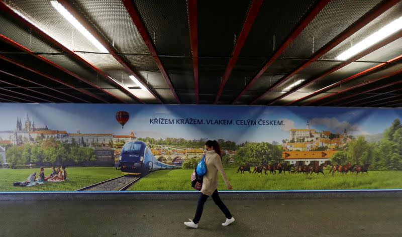 Anti-COVID measures tightened in Czech capital as cases rise