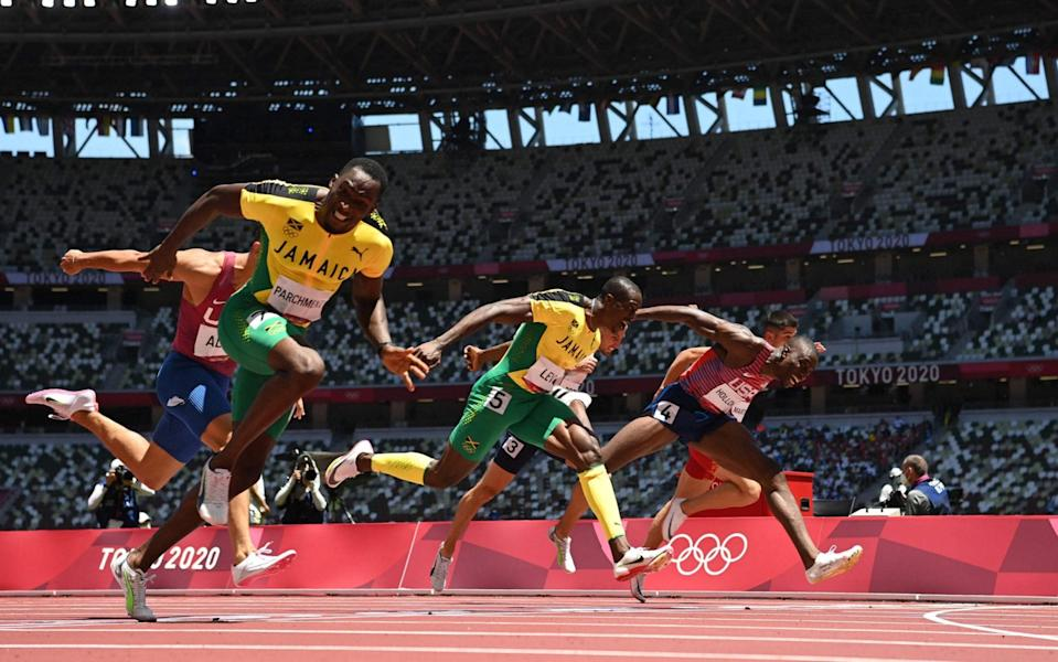 Hansle Parchment (L) crosses the finish line to win ahead of second-placed USA's Grant Holloway (R) and third-placed Jamaica's Ronald Levy (C) in the men's 110m hurdles final - AFP