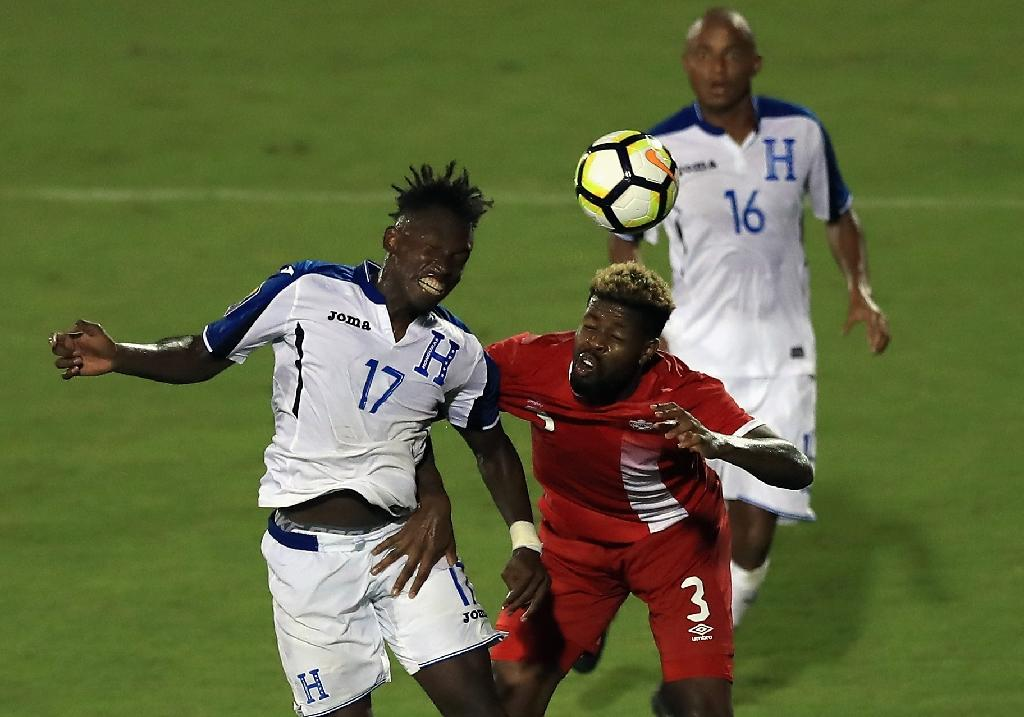 Alberth Elis #17 of Honduras and Manjrekar James #3 of Canada play during the 2017 CONCACAF Gold Cup at Toyota Stadium (AFP Photo/RONALD MARTINEZ)