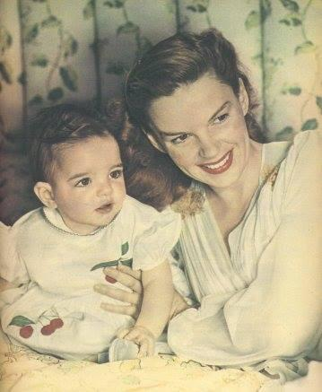 """<p>Actress and singer Liza Minnelli with her famous mom, the late Judy Garland: """"#TBT"""" -<a href=""""https://www.facebook.com/OfficialLiza/photos/a.10150575375829765.397243.182432504764/10153055931579765/"""" rel=""""nofollow noopener"""" target=""""_blank"""" data-ylk=""""slk:Official Liza Minnelli"""" class=""""link rapid-noclick-resp"""">Official Liza Minnelli</a> (Facebook)</p>"""