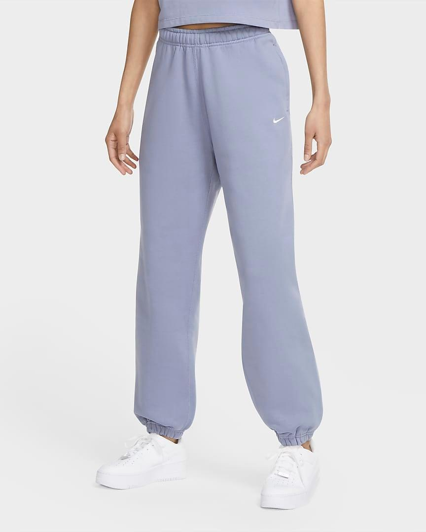 "<br><br><strong>Nike</strong> Washed Pants, $, available at <a href=""https://go.skimresources.com/?id=30283X879131&url=https%3A%2F%2Fwww.nike.com%2Ft%2Fnikelab-womens-washed-pants-wpnqvB%2FCZ5366-512"" rel=""nofollow noopener"" target=""_blank"" data-ylk=""slk:Nike"" class=""link rapid-noclick-resp"">Nike</a>"