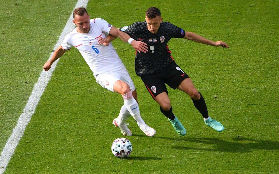 Vladimir Coufal of Czech Republic battles for possession with Ivan Perisic of Croatia during the UEFA Euro 2020 Championship Group D match between Croatia and Czech Republic at Hampden Park on June 18, 2021 in Glasgow, Scotland - Andy Buchanan - Pool/Getty Images