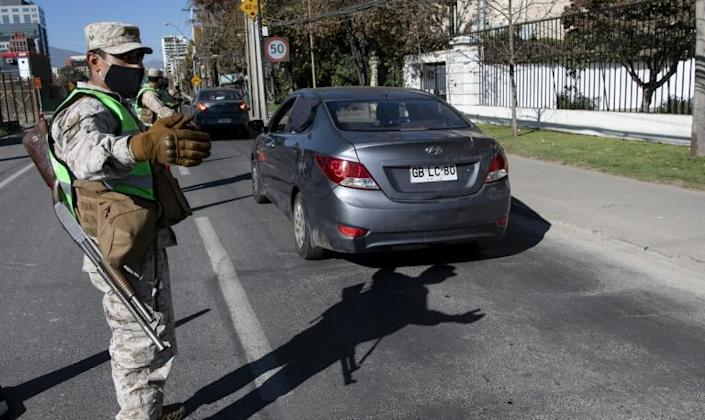 Soldiers stop cars at a checkpoint in Santiago, amid mandatory total quarantine due to the new coronavirus pandemic (AFP Photo/Martin BERNETTI)