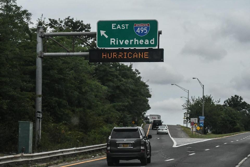 Une autoroute signale l'ouragan Henri le 21 août 2021 à Melville (New-York). - STEPHANIE KEITH / GETTY IMAGES NORTH AMERICA / Getty Images via AFP